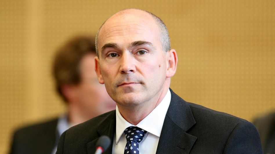 Ex-Bankchef Franz Waas: Hohe Forderungen gegenüber dem Ex-Arbeitgeber erhoben