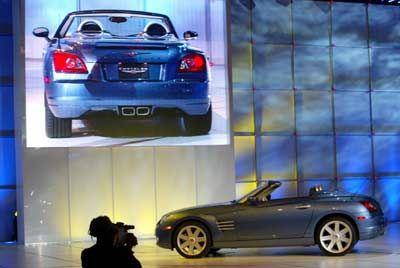 Flotte Flunder: Mit dem Chrysler Crossfire Cabrio verlegt sich der Autobauer auf Alliterationen