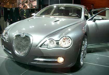 Bestes Nischen-Beispiel: Der Jaguar R-D6, bereits auf der IAA 2003 vorgestellt, ist Kombi und Coupé, Diesel und Sportwagen in einem