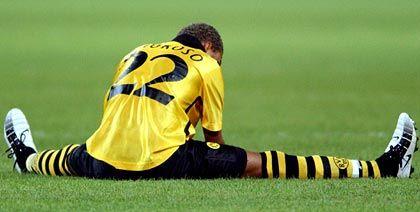 Am Boden: Stürmerstar Marcio Amoroso von Borussia Dortmund trauert den verpassten Chancen nach