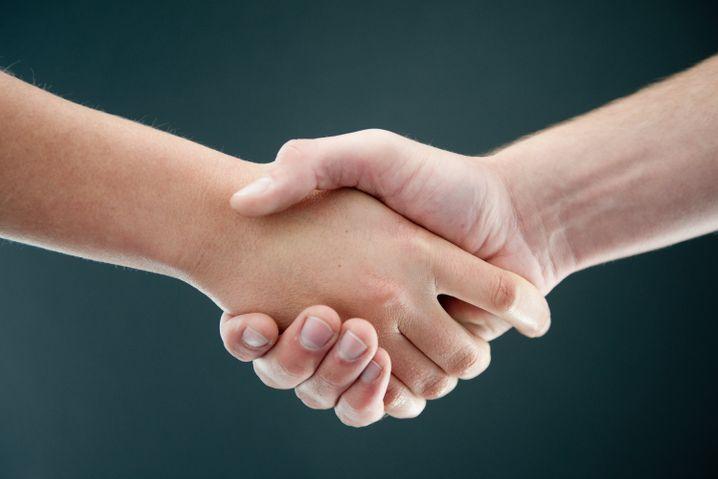 Geben Sie Ihrem Arzt nicht unaufgefordert die Hand.