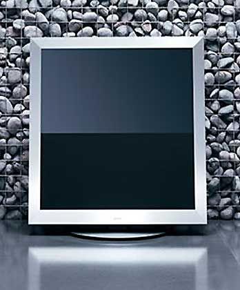 Her mit den Designerstücken: Der Bang + Olufsen BeoVision 5 ist bei ausgeschaltetem Programm am schönsten