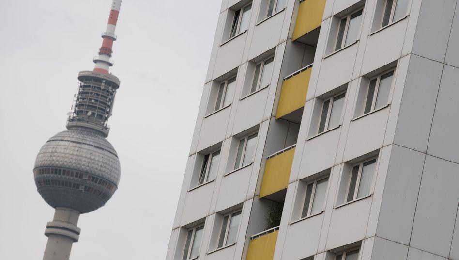 """Wohnungen nahe des Berliner Fernsehturms: Der """"Mietendeckel"""" ist am Sonntag in Kraft getreten"""