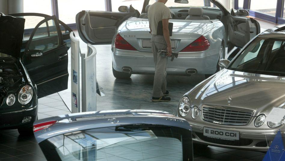 Mercedes-Benz Niederlassung in Dresden: Nach langem Ringen um die bisher konzerneigenen Betriebe verkauft Daimler 15 ostdeutsche Mercedes-Niederlassungen an die chinesische Lei Shing Hong Group (LSH). LSH ist ebereits iner der größten Mercedes-Vertriebspartner