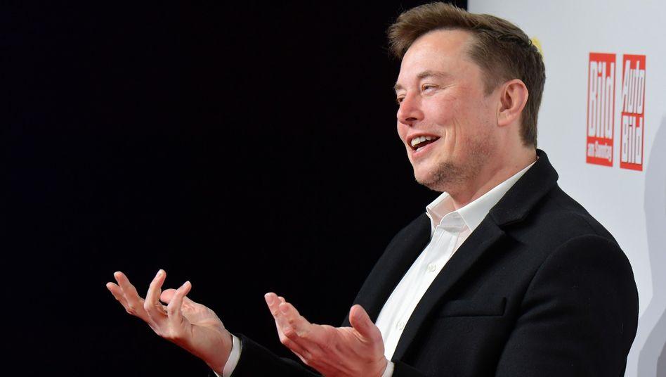 """Elon Musk bei der Verleihung des """"Goldenen Lenkrads"""""""