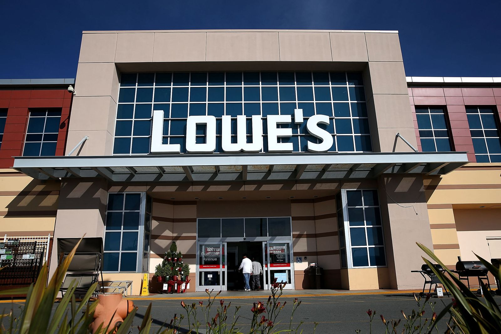 Lowe's Post Better Than Expected Quarterly Earnings