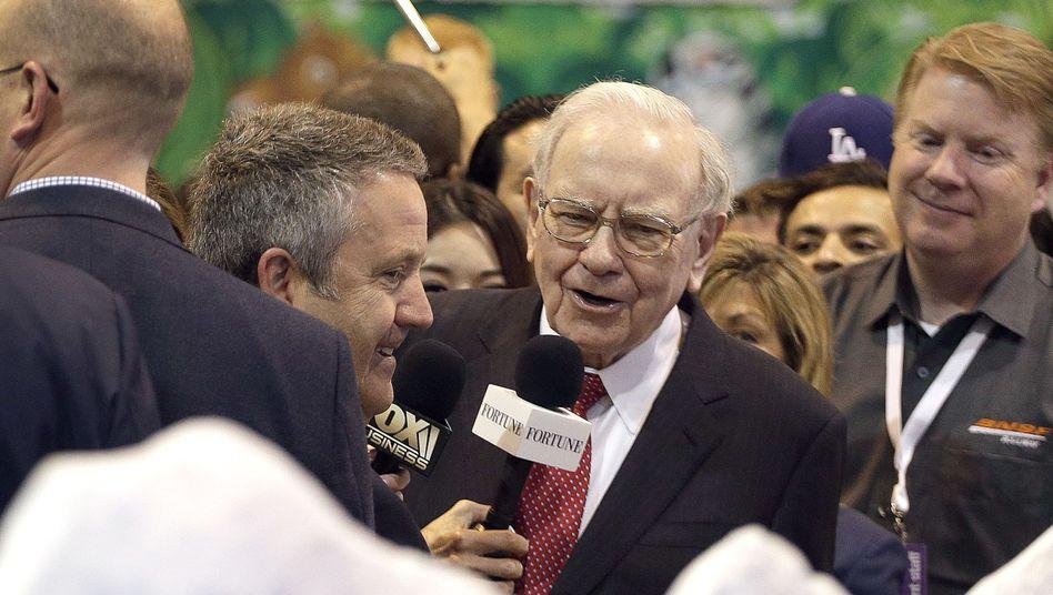 Warren Buffett auf der Hauptversammlung