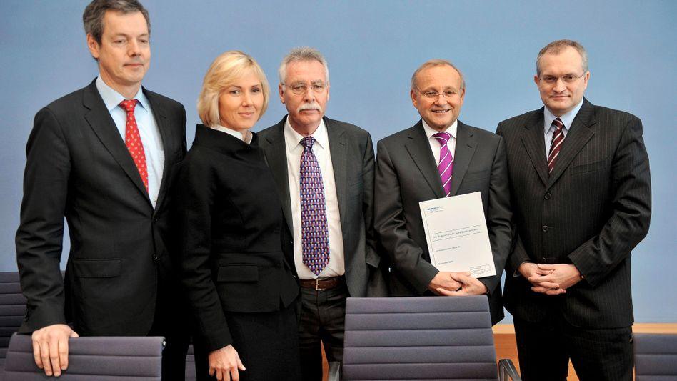 Die fünf Wirtschaftsweisen: Peter Bofinger, Beatrice Weder di Mauro, Wolfgang Wiegard, Wolfgang Franz und Christoph Schmidt (v.l.)