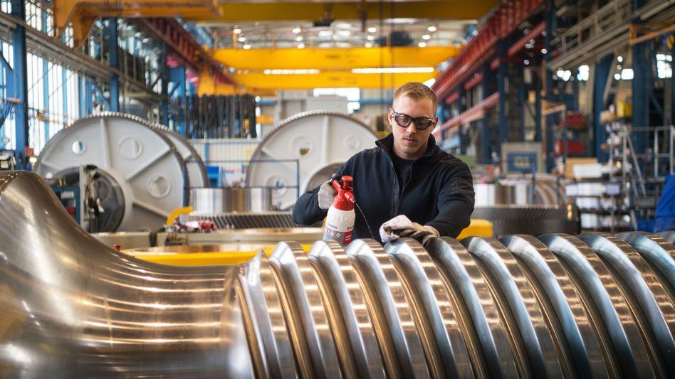 Arbeit an der Antriebsspindel: 8,5 Prozent der Unternehmen im Verarbeitenden Gewerbe erwarten Kurzarbeit bis September