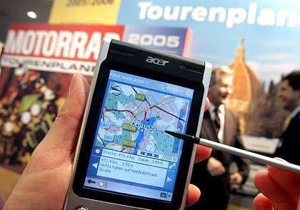 Eine von vielen IT-Innovationen, die das Autofahren bequemer machen: GPS-Navigator von Falk