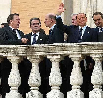 Triumph und Niederlage: Der EU-Gipfel in Rom hat die neue Verfassung verabschiedet. Ob sie je in Kraft treten wird, ist offen.