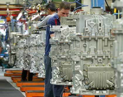 Mitarbeiter im Werk: Starke Zuwächse in der Metallbranche