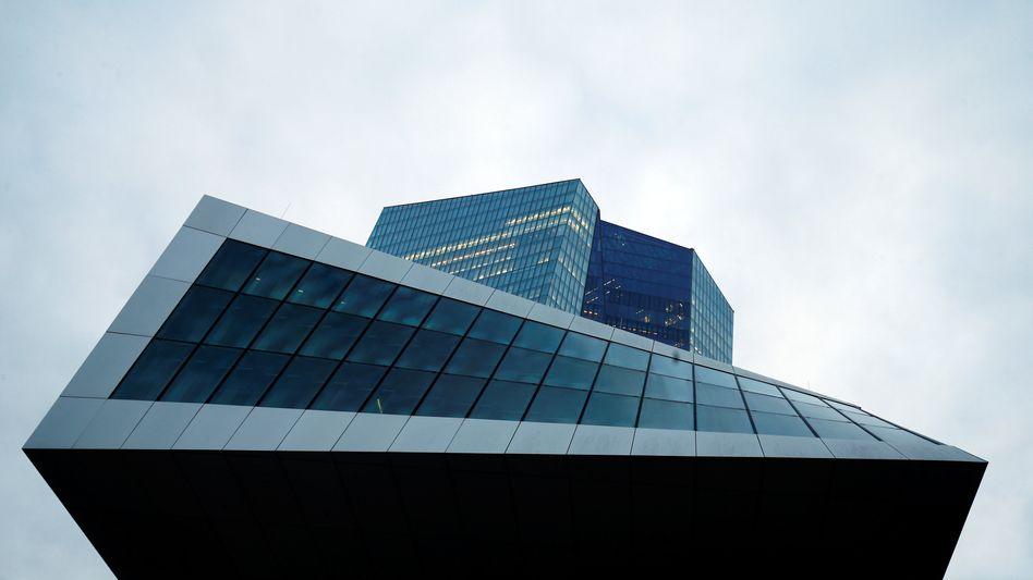 EZB-Zentrale in Frankfurt: Die Zinsen dürften demnächst weiter steigen.