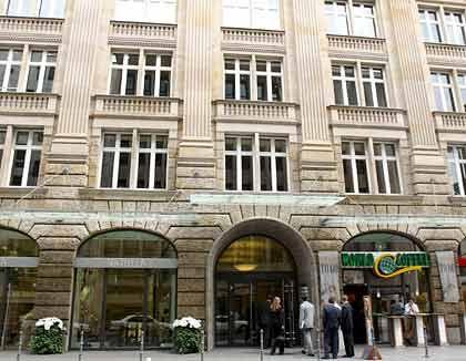 Insolvenzantrag: Die Bank Hornblower Fischer, die von Falk übernommen worden war