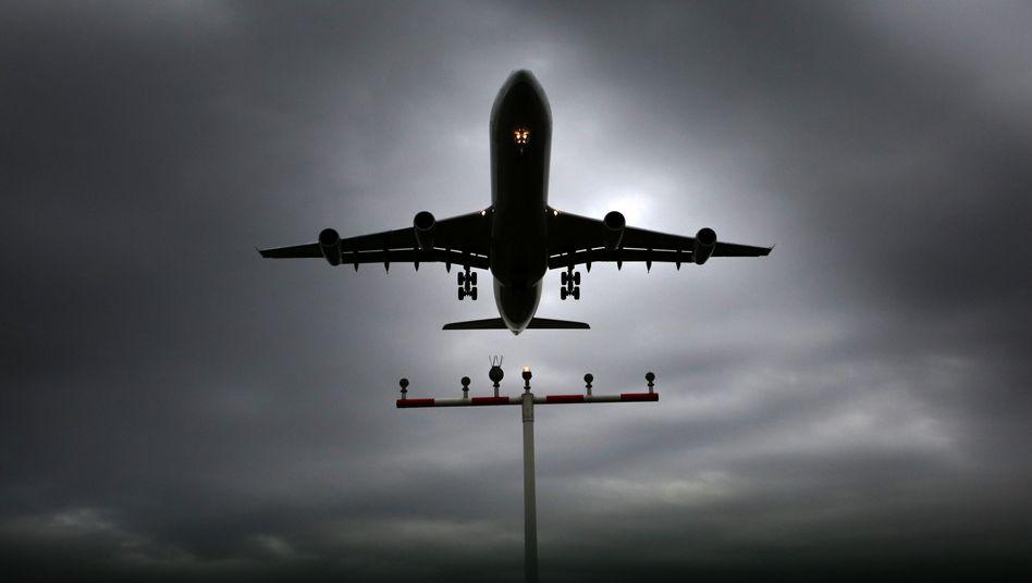 Lufthansa-Maschine am Flughafen Frankfurt: Größte Tarifumstellung seit Jahrzehnten