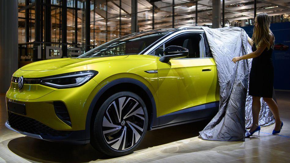 Enthüllung einer Neuheit: Präsentation von Volkswagens Elektromodell ID.4 vergangenes Jahr in Dresden