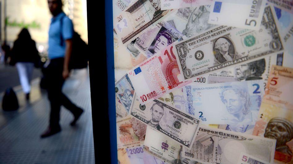 Bushaltestelle in Buenos Aires: Der argentinische Peso ist gegenüber dem Dollar im freien Fall