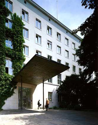 Auf's Geld geachtet: Der wenig spektakuläre Bau der Allianz wurde 1954 nach Plänen des Architekten Josef Wiedemann fertig gestellt. Die Konzernzentrale liegt im Münchener Stadtteil Schwabing.