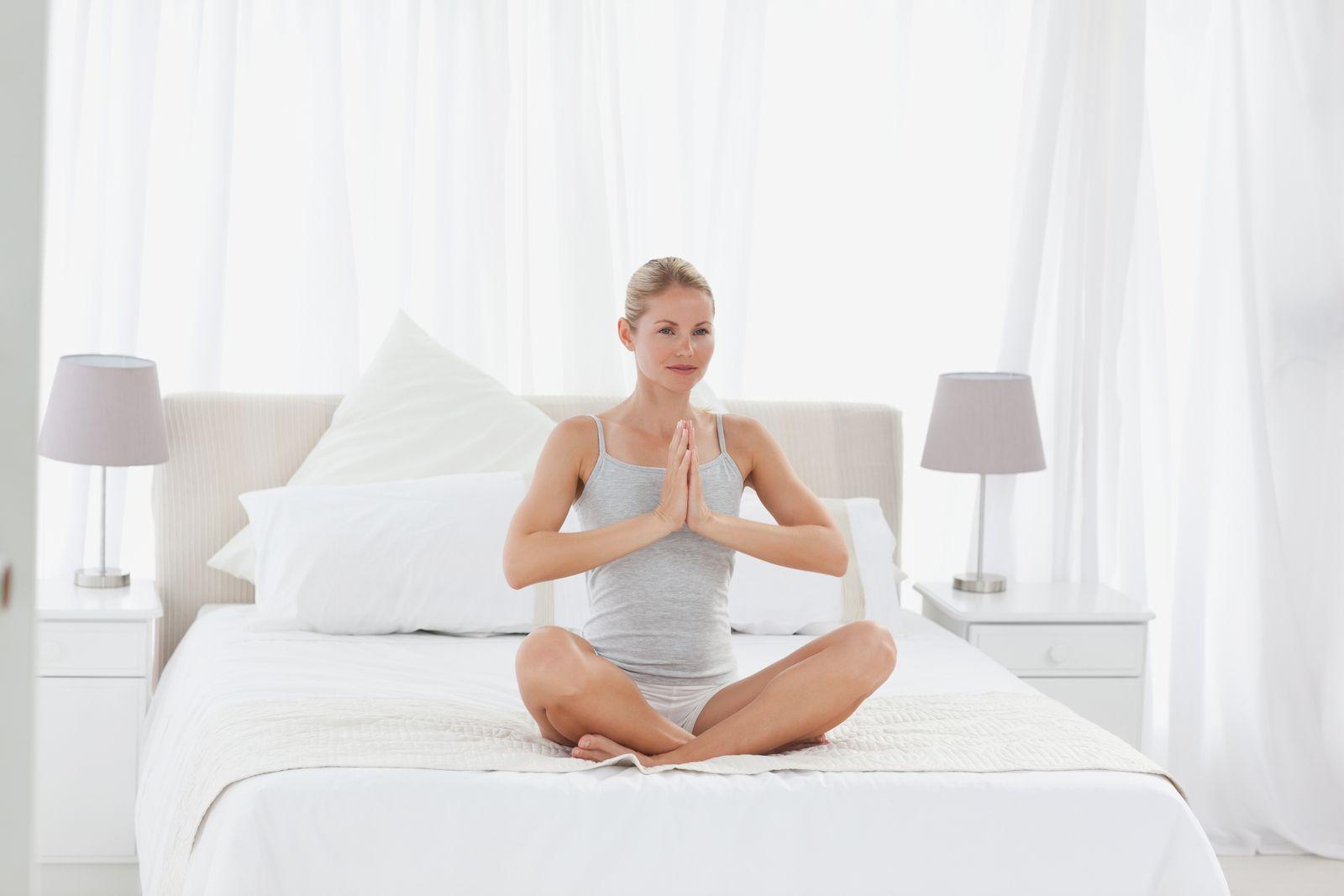 NICHT MEHR VERWENDEN! - Yoga im Hotelzimmer / auf dem Bett