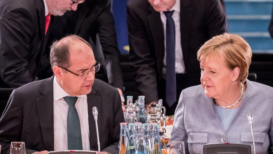 Ist dieser Minister noch zu halten? Bundesminister für Landwirtschaft, Christian Schmidt (CSU) , handelte gegen jede Weisung und im Alleingang, stellt Kanzlerin Angela Merkel klar