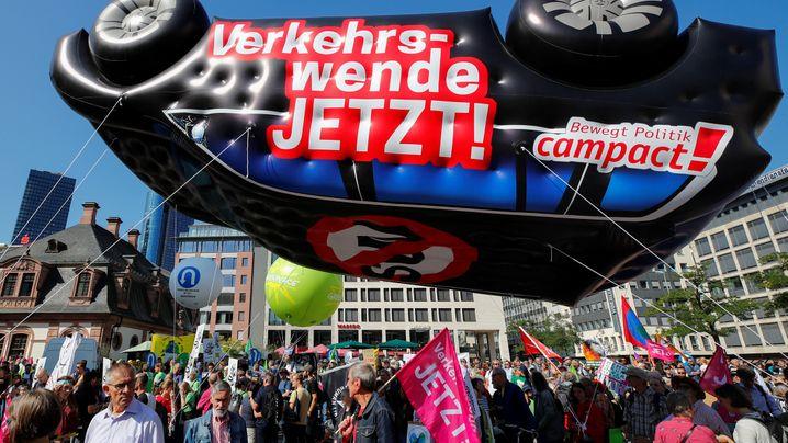 IAA-Proteste: Klima-Aktivisten gegen Autobranche