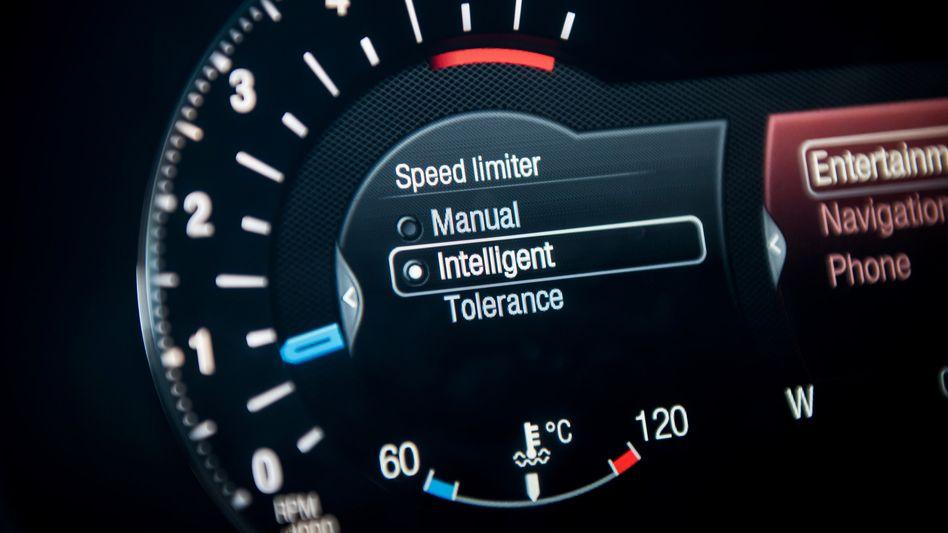 Nie wieder Knöllchen: Der intelligente Tempomat im Ford S-Max reduziert das Tempo auf die vorgeschriebene Geschwindigkeit