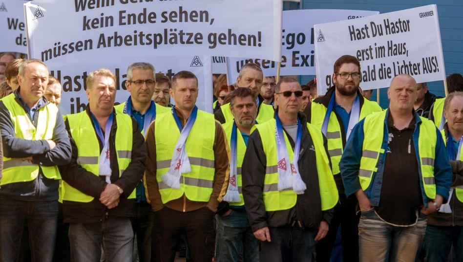 Grammer-Beschäftigte protestieren gegen die Übernahmepläne der Investorenfamilie Hastor