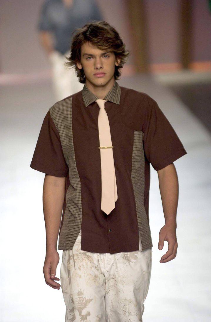 Auch mit Krawatte ein No-Go im Geschäftsleben: Das Kurzarmhemd