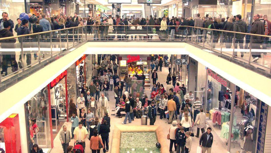 Einkaufen (im Bild: Center in Braunschweig): Bundesbürger geben viel für die Miete aus