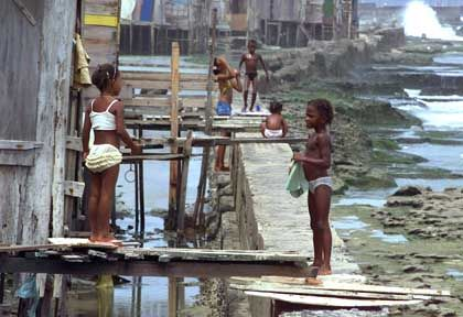 Lernfähig: Präsident Lula will die Armut bekämpfen und die Straßenkinder in die Schule schicken - nur so kann das Land gesunden