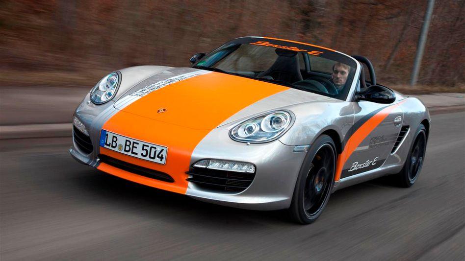 Boxster mit Elektromotor aus dem Hause Porsche: Der Autobauer hat seine Gewinnausschüttung stark angehoben