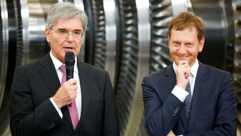 Sie geben Görlitz eine Perspektive und fühlen sich sichtlich wohl dabei: Siemens-Chef Joe Kaeser und Sachsens Ministerpräsident Michael Kretschmer (CDU)