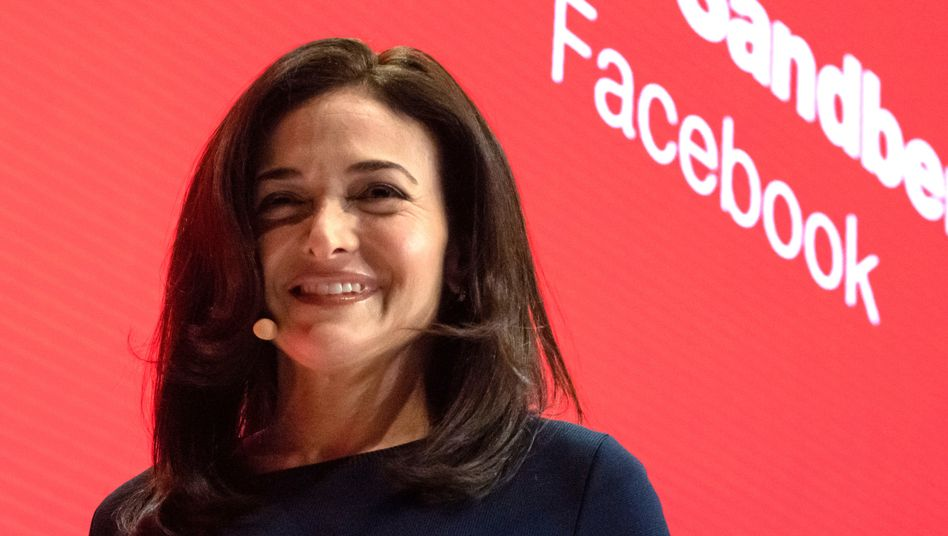 Genervt von Apples Datenschutz-Regeln: Facebooks COO Sheryl Sandberg will die Anzeigensysteme umbauen, um mit weniger Daten auszukommen