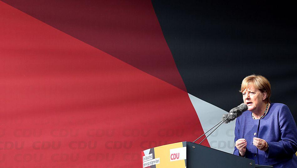 Bundeskanzlerin Angela Merkel bei einem Wahlkampfauftritt: Die Union profitiert finanziell auch von der Trennung in zwei Parteien, CSU und CDU