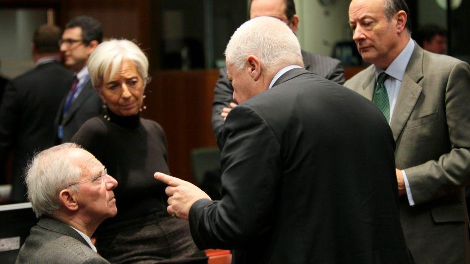 Schnell mehr Geld für Europa: Wolfgang Schäuble (l.) im Gespräch mit dem portugiesischen Finanzminister Teixeira dos Santos (M.) und der französischen IWF-Chefin Christine Lagarde