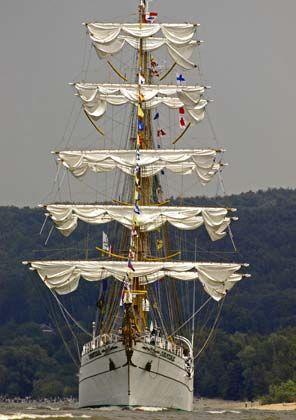 """Spektakel. Die Windjammerparade """"Armada"""" vor Rouen ist die größte der Welt"""