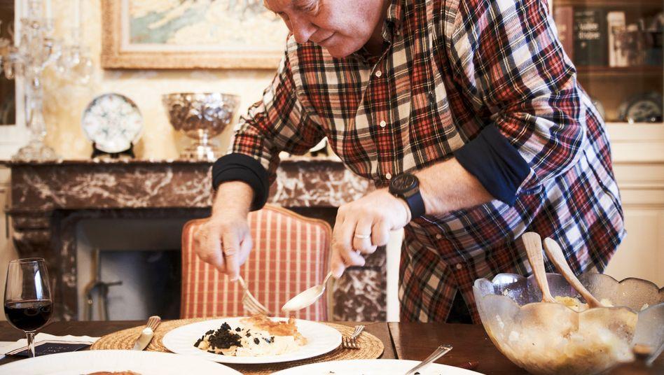 Der Bodenständige: Hublot-Chef Jean-Claude Biver will nicht abheben - selbst kochen und servieren hilft