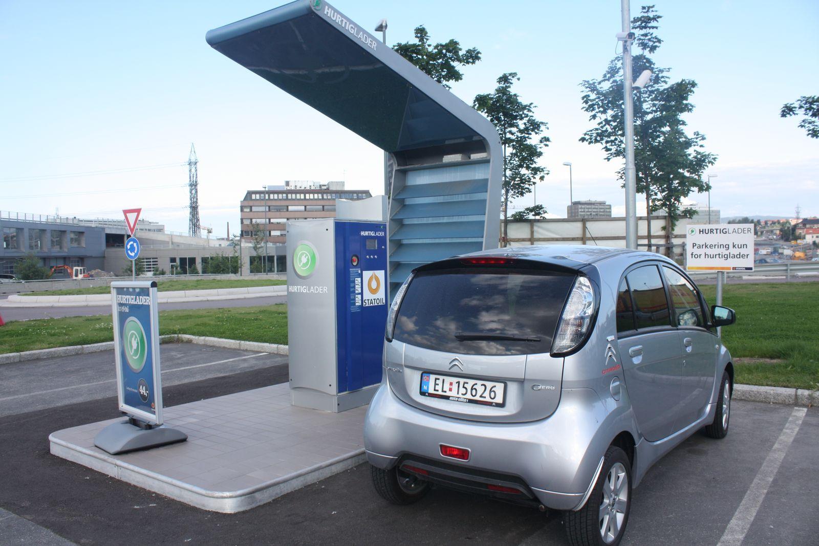 Citroën C-ZERO / Norwegen Tankstelle