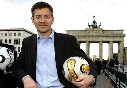 Marketing-Offensive: Adidas-Chef Hainer lässt zur Fußball-WM ein Fan-Stadion vor dem Reichstag bauen