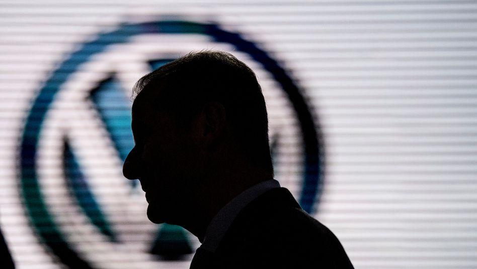 Volkswagen-Konzernchef Herbert Diess wird den leidigen Abgasskandal noch lange nicht zu den Akten legen können.