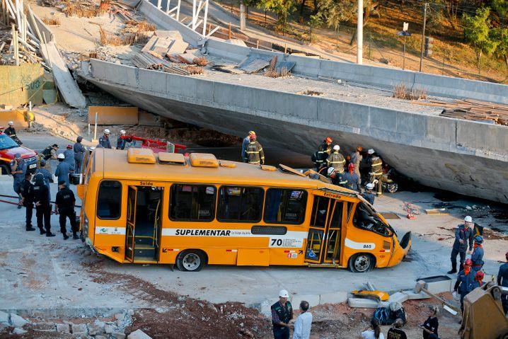 Spielort Belo Horizonte am vergangenen Donnerstag: Zwei Tote und 23 Verletzte nach Einsturz einer Brücke