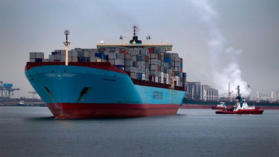 """Containerriese """"Emma Maersk"""" in Rotterdam: Krisenbedingt niedrige Schiffspreise locken Investoren aus aller Welt in den Markt"""