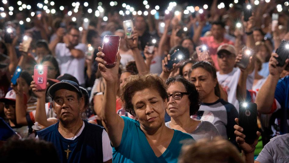 Stilles Gedenken, stiller Protest: Bürger in El Paso, wo ein 21-Jähriger in einem Walmart-Supermarkt 20 Menschen erschossen hatte