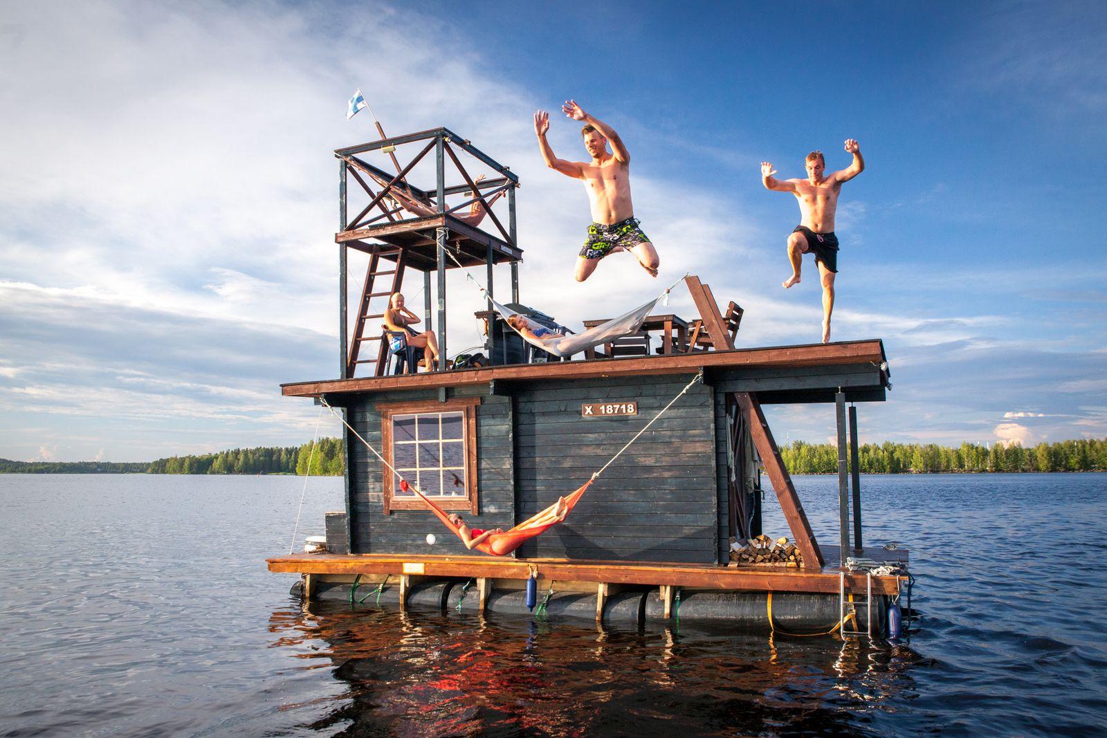 p.156_Saunalatta,PhotoJyriHeikkinen,RocktheBoat,gestalten2017