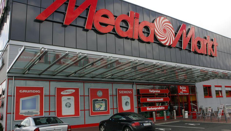 Media Markt in Düsseldorf: Der Elektronikhändler Ceconomy will Umsätze weiterhin vor allem in seinen Läden erzielen