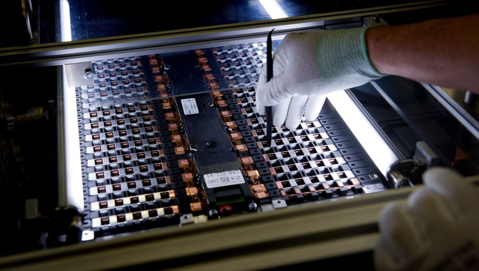 Batterie eines Smart-Elektroautos: Drei Konsortien sollen künftig in Deutschland Lithium-Ionen-Zellen herstellen