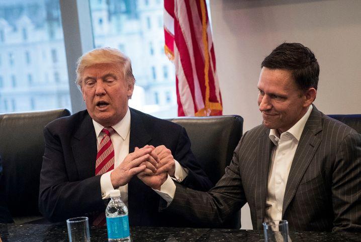 Brothers in arms: In die Amtszeit des Handelskriegers Donald Trump fällt die Eskalation zwischen den USA und China. Peter Thiel (rechts) unterstützte Trump mit Millionen.