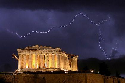 Akropolis: Griechenland steht vor einer Herkulesaufgabe. Investoren und die EU gewinnen Zeit, doch die Risiken einer Staatspleite bleiben. Argentinien und Russland sind Investoren in unguter Erinnerung