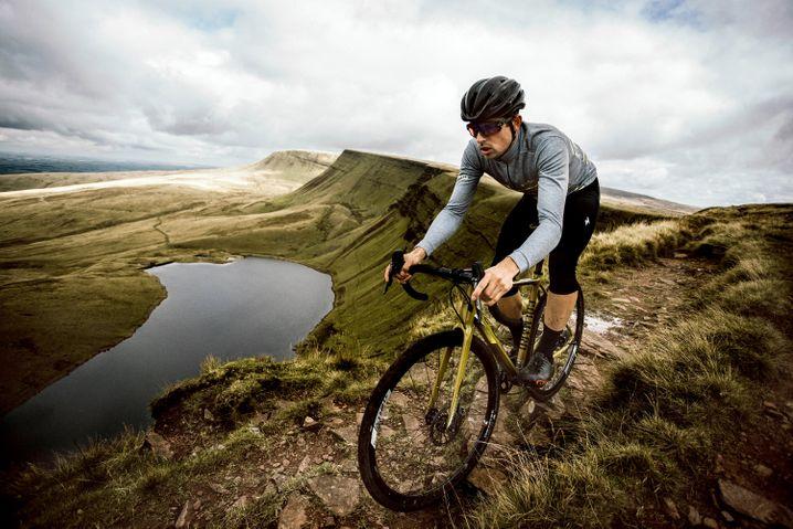 Mehr Rennrad als Mountainbike und dennoch gut auf schroffem Untergrund: Crossbikes sprechen sportliche Offroad-Fahrer an.