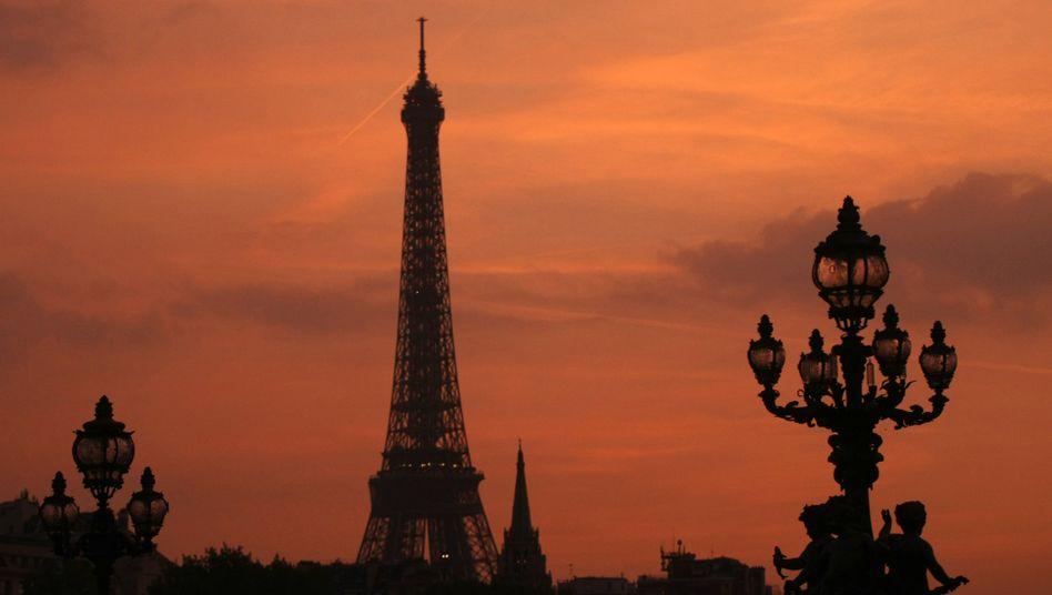 Eiffelturm in Paris: Schon jetzt muss Frankreich höhere Zinsen bezahlen